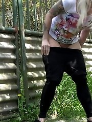 15 pictures - Blonde with tattoos pisses on an outdoor path