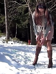 15 pictures - Stunning brunette pulls down her pantyhose to pee
