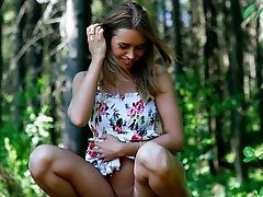 16 pictures - Watch young girl with perfect face and body pee