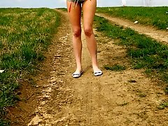 16 pictures - Emo chick pissing in the middle of a country road