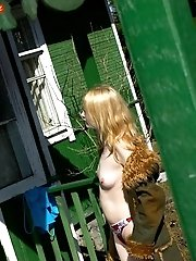 16 pictures - Very beautiful teen pissing outdoor