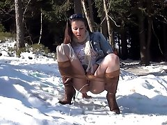 0  - Stunning brunette pulls down her pantyhose to pee
