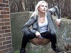 0  - Blonde peels off her wet look leggings to piss