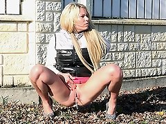 0  - Sun glistens on a hot blonde as she pees