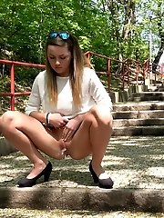 15 pictures - Outdoor pissing for stunning European