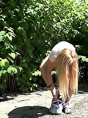 15 pictures - Pretty blonde squatting to pee in flip flops